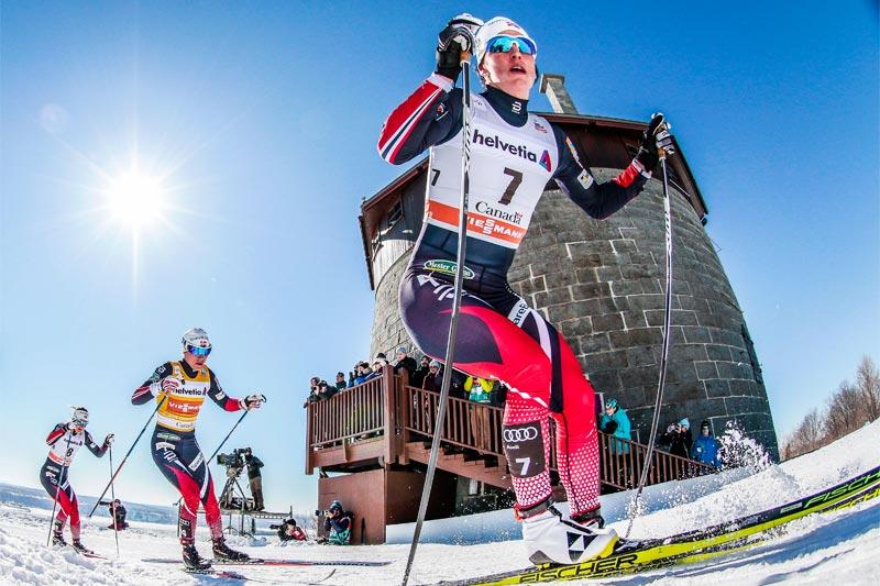 Marit Bjørgen på vei mot seier på 10 km fellsstart under verdenscupfinalen i Québec i Canada 2017. Foto: Modica/NordicFocus.