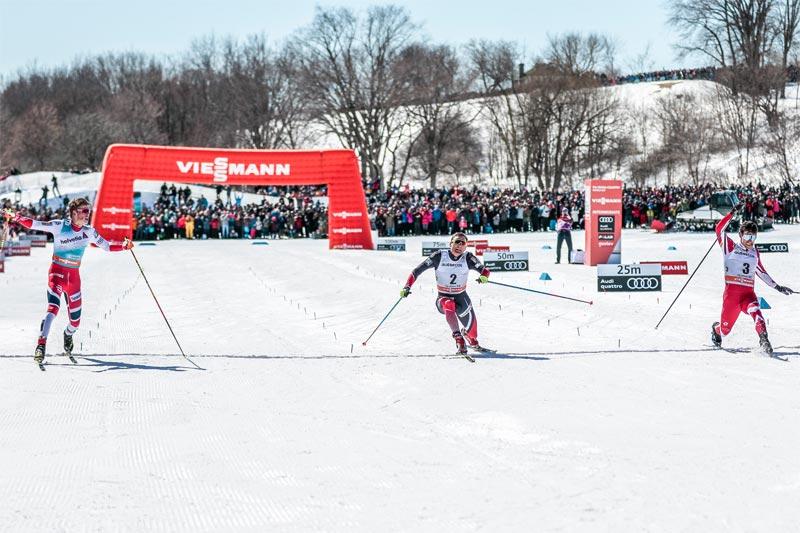 Herrenes spurtoppgjør i verdenscupfinalens jaktstart som avsluttet minitouren i Québec 2017. FV: Johannes Høsflot Klæbo (1. plass), Niklas Dyrhaug (3) og Alex Harvey (2). Foto: Modica/NordicFocus.
