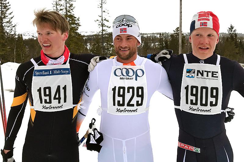 Seierspallen i Grovamila 2017. Fra venstre: Geir Kristian Hoås (3. plass), Petter Northug (1) og Jan Thomas Jenssen (2). Foto: Hallgeir Martin Lundemo.
