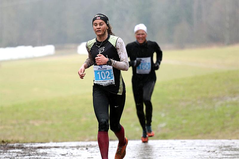 Tina Knutsmoen på vei mot seier i forrige utgave av Råskinnet. Arrangørfoto.