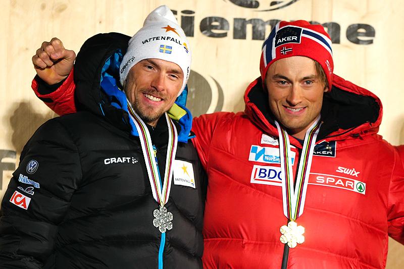 Johan Olsson (t.v.) og Petter Northug tok henholdsvis sølv og gull på 15-kilometeren under VM i Val di Fiemme 2013. Foto: Laiho/NordicFocus.