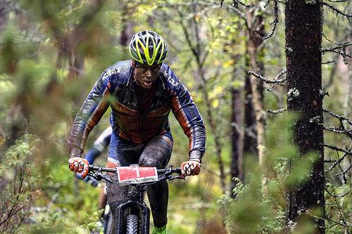 Eskil Evensen-Lie anbefaler ferske syklister å oppsøke tørre stier med lite steiner og røtter på de første turene. Foto: Privat.