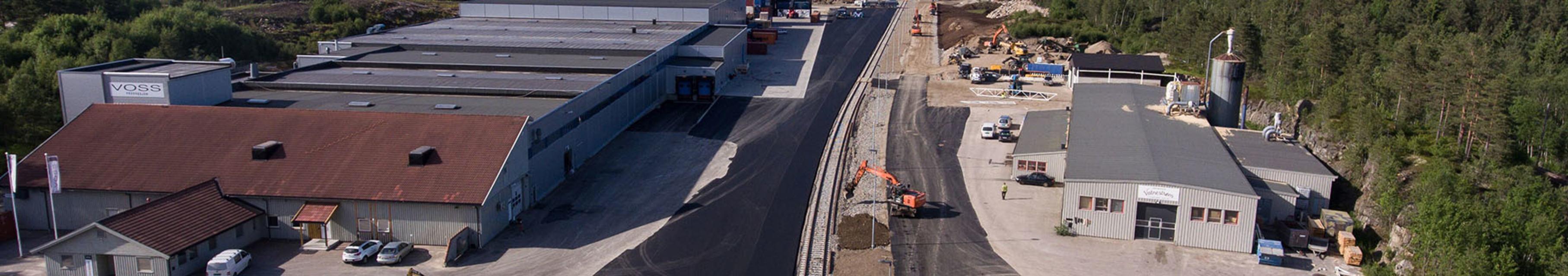 Vatnestrøm industriområde med jernbane helt frem