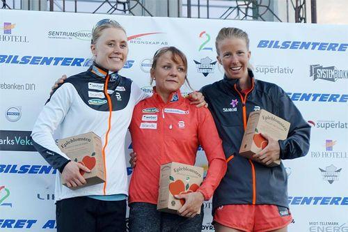 Pallen i Sommarlandsprinten 2017, fra venstre Ragnhild Haga (2. plass), Maiken Caspersen Falla (1) og Silje Øyre Slind (3). Arrangørfoto.