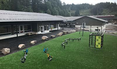 Iveland-skole-nytt-bygg_uteområde_400x236