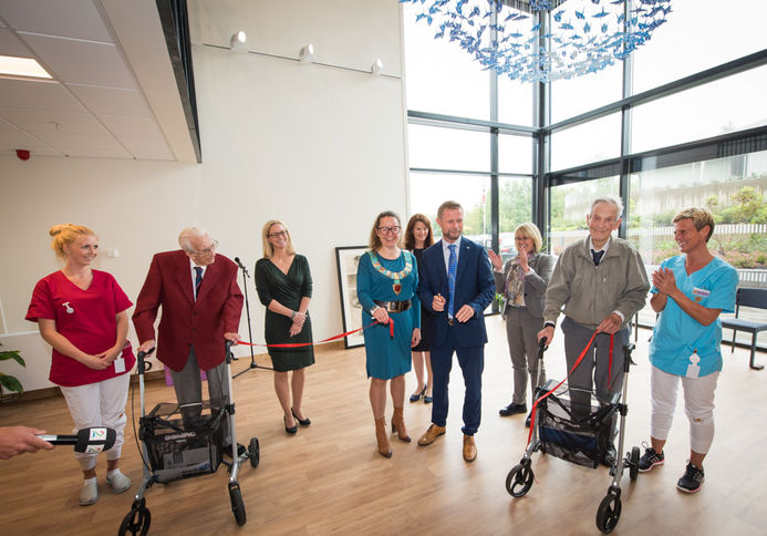 Åpning av Blaker bo og omsorgssenter med statsråd Bent Høie og ordfører Marianne Grimstad Hansen.