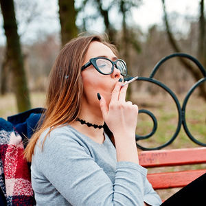 bs-Girl-Smoking-179263303-400