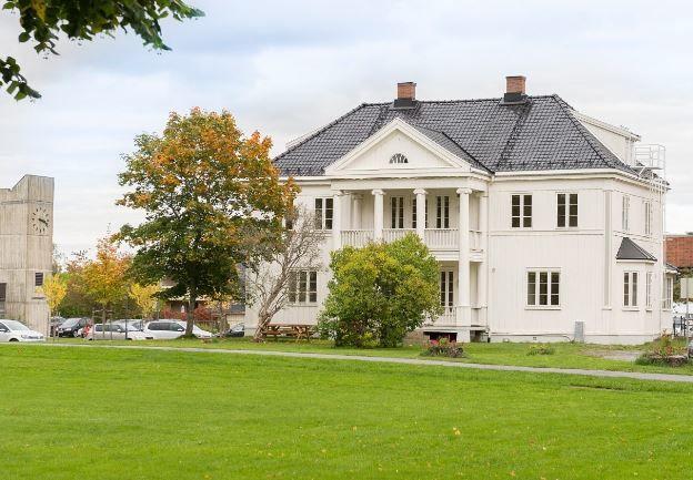 Bilde av Kuskerudgården på Sørumsand, bildet hentet fra finn.no