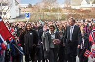 Dronning Sonja ankommer Firda vidaregåande skule (Foto: Udir)
