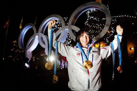 Marit Bjørgen poserer med alle OL-medaljene.
