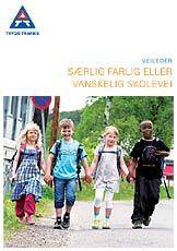 Bilde av 4 barn med skolesekker som leier hverandre. Veileder fra Trygg Trafikk om særlig farlig eller vanskelig skolevei.