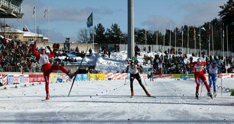 Kristian Tettli Rennemo avgjør stafetten i Lahti til Norge 2s fordel.