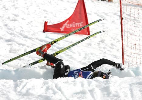Illustrasjonsbilde hvor Petter Northug jr. får et fall i Red Bull NordiX i Davos. Er vi på vei mot mannefall også for Norge som langrennsnasjon spør vår leser. Foto: Manzoni / NordicFocus.