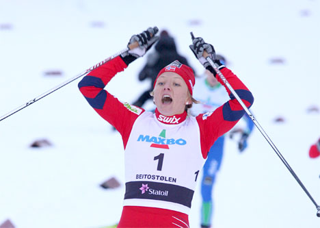 Maiken Caspersen Falla inn til seier i Beitosprinten 2010. Foto: Geir Nilsen/Langrenn.com.