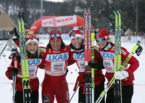Seiersjenter fra stafetten i verdenscupen i Gällivare 2010. Fra venstre: Therese Johaug, Marit Bjørgen, Kristin Størmer Steira og Vibeke Skofterud. Foto: Hemmersbach/NordicFocus.