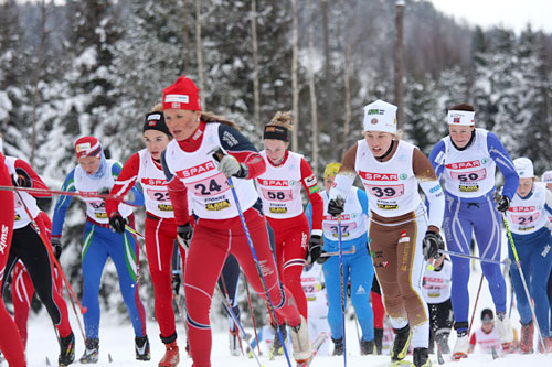 Damestarten under NM-stafetten i Stokke 2010. Foto: Geir Nilsen/Langrenn.com.