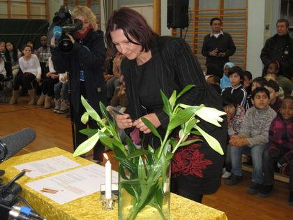 Lena Jensen signerer manifestet