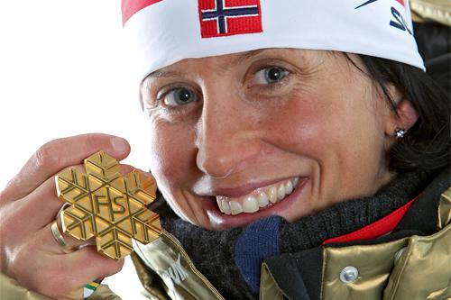 Marit Bjørgen med sitt sprint-gull under Oslo-VM 2011. Foto: Hemmersbach/NordicFocus.
