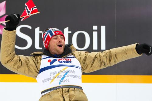 Petter Northug etter gullet på 30 km med skibytte i Oslo-VM 2011. Foto: Laiho/NordicFocus.