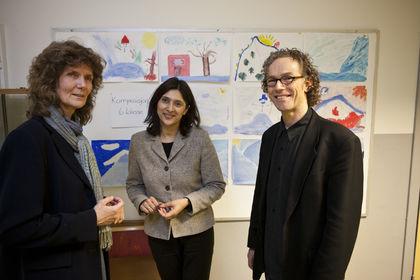 FUG-leder Loveleen Brenna (midten) besøkte Majorstua skole sammen med bl.a. divisjonsdirektør Knut Inge Klepp fra Helsedirektoratet (Foto: Bård Ek)