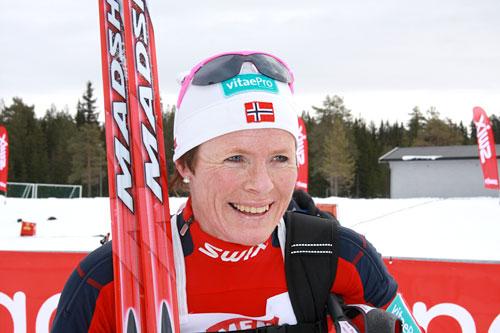 Hilde Gjermundshaug Pedersen etter seieren på HalvBirken 2011. Foto: Geir Nilsen/Langrenn.com.