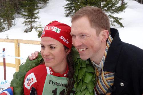 Heidi Weng og Frode Estil på Flyktningerennet 2011. Arrangørfoto.
