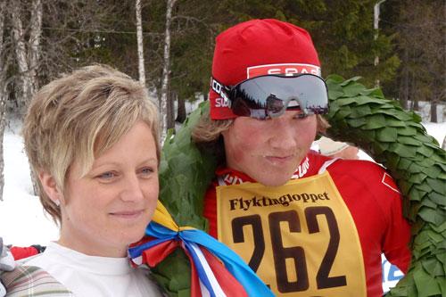 Emil Iversen og kransjenta Linda Lunvald på Flyktningerennet 2011. Arrangørfoto.