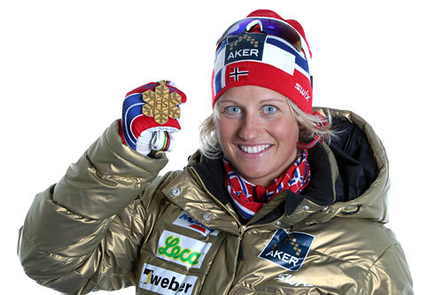 Vibeke Skofterud og hennes VM-gull fra stafetten i Oslo 2011. Foto: Hemmersbach/NordicFocus.