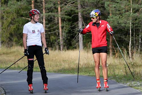 Petter Northug jr. ga Andreas Molden taktiske råd om hvor og når det bør rykkes på fellesstarter og stafetter. Foto: Erik Borg.