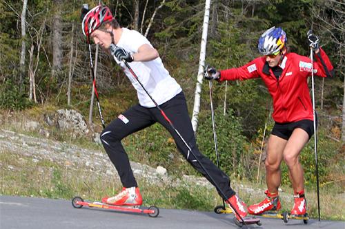 Andreas Molden rykker til. Bak følger Petter Northug jr. Foto: Erik Borg.