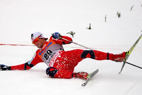 Petter Northug ga alt i innspurten og kapret 2. plassen i verdenscupåpningen på Sjusjøen 2011. Foto: Geir Nilsen/Langrenn.com.