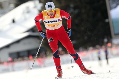 Petter Northug i raskt driv fremover på 30 kilometeren i verdenscupen i Davos 2011. Foto: Manzoni/NordicFocus.
