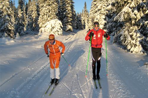 Mats Rudin Resaland og Trond Wiggo Hagen trener på Sjusjøen. Foto: Sverre Sørensen.
