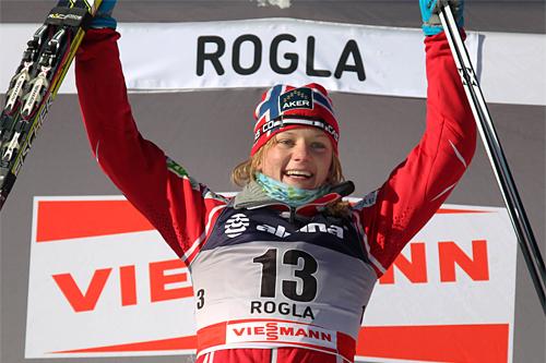 Maiken Caspersen Falla gleder seg over sin første verdenscupseier. Den kom på sprint i slovenske Rogla 2011. Foto: Hemmersbach/NordicFocus.