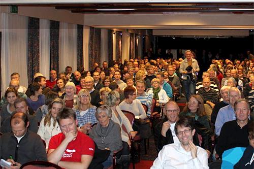 Funksjonærsamling for Ski NM Voss 2012 høsten 2011. 250 personer møtte opp for å få informasjon. Arrangørfoto.