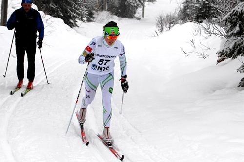 Laila Kveli på vei mot seier i 2. juledagsrenn i Lierne. Foto: Bente Estil.