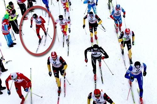 Eldar Rønning innfelt i rød ring under jaktstarten (2. etappe) i Tour de Ski 2011/2012. Foto: Hemmersbach/NordicFocus.