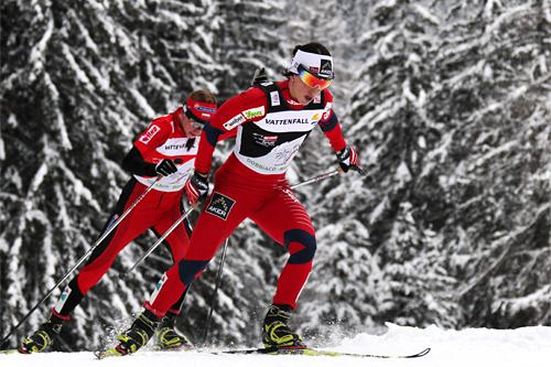 Marit Bjørgen har tidligere markert seg godt i Tour de Ski. Her fra da hun var sterkest på den 15 km lange 7. etappen i Toblach under Tour de Ski 2011/2012. Tett bak fulgte Justyna Kowalczyk. Foto: Hemmersbach/NordicFocus.