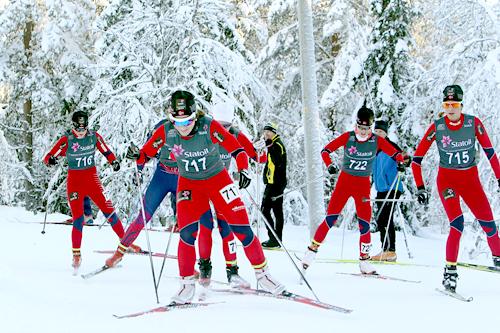 Hilde Losgård Landheim leder an feltet i klasse 19-20 år under norgescupen på Lygna 2012. Foto: Erik Borg.