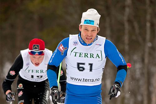 Ivar Tveiten i front, med Gjøran Tefre like bak i Ustedalsfjorden Rundt 2012. I  mål var rekkefølgen den samme. Arrangørfoto: Geilo IL.