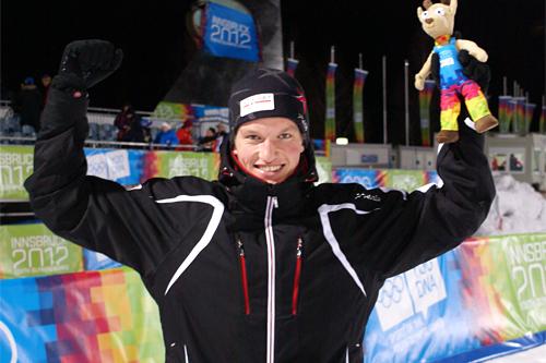 Andreas Molden jubler etter å ha sikret sprintgullet under Ungdoms-OL i Innsbruck 2012, Bjørn Sigurd Sommerfeldt/Olympiatoppen.