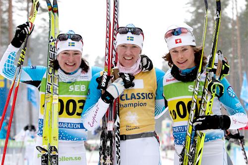 Seierspallen i Tartu 2012. Fra venstre: Jenny Hansson (2), Susanne Nyström (1) og Seraina Boner (3). Foto: Laiho/NordicFocus.
