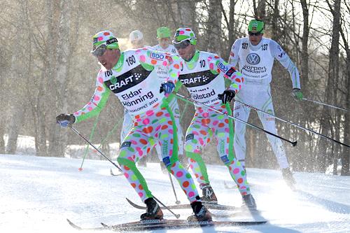 Eldar Rønning og Johan Kjølstad i Vasaloppet 2012 i Team Trønder-Avisas oppsiktsvekkende skidresser. Foto: Hemmersbach/NordicFocus.