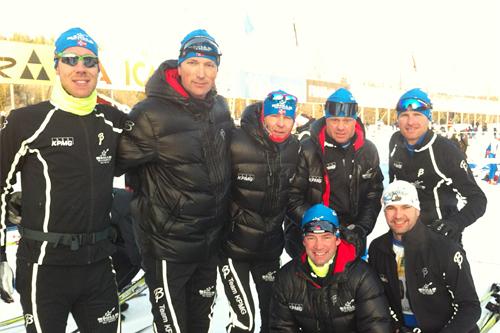 Guttene fra Team KPMG som kunne starte i første rekke av Vasaloppet er klare. Foran fra venstre: Svein Wiig og Rune Wiig. Bak; Espen Almlid, Steinar Grini, Ola Bjerke, Per Magne Degernes og Per Aksel Authen. Foto: Privat.