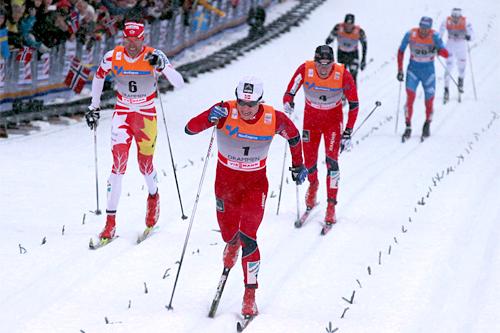 Eirik Brandsdal avrunder en meget sterk dag under verdenscupsprinten i Drammen 2012 med å vinne finalen i overlegen stil. Nærmeste forfølgere er Len Valjas og Pål Golberg. Foto: Hemmersbach/NordicFocus.