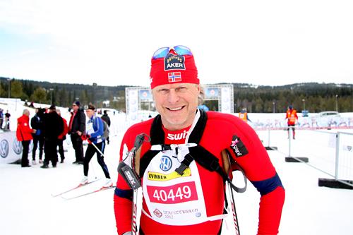 Åge Skinstad etter å ha gått inn til 3. plass for Team Toten Treningssenter - Norgeshus i StafettBirken 2012. Foto: Geir Nilsen/Langrenn.com.