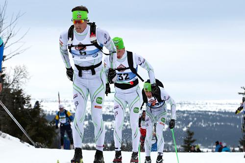 Et av mange magiske øyeblikk i Swix Ski Classics: Kjetil Hagtvedt Dammen, Anders Malmen Høst og Stian Remseth Andresen, alle fra daværende Team Xtra personell, kjører lagtempo i Birkebeinerrennet 2012. Foto: Veltheim/NordicFocus.