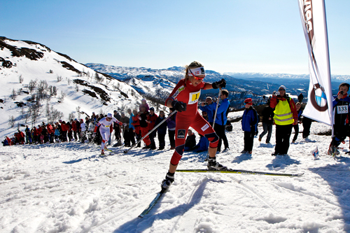 Therese Johaug på vei opp bakken i Rauland Power Climb 2012. Foto: Guro Lien