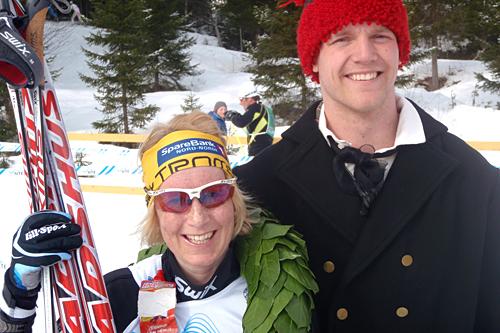 Sara Svendsen vant dameklassen i Flyktningerennet 2012. Her sammen med kransgutt Rasmus Nim. Foto: Flyktningerennet/Karl Audun Fagerli