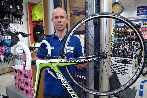 Glenn Tjernø hos Intersport Gjøvik. Foto: Petter Soleng Skinstad.